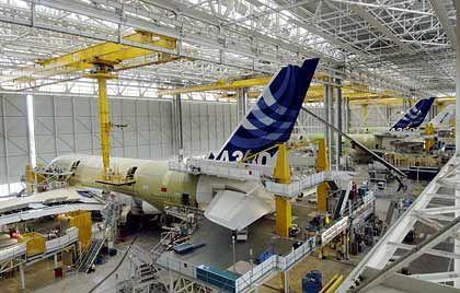 Drei in einer Reihe: A380-Montage in Toulouse