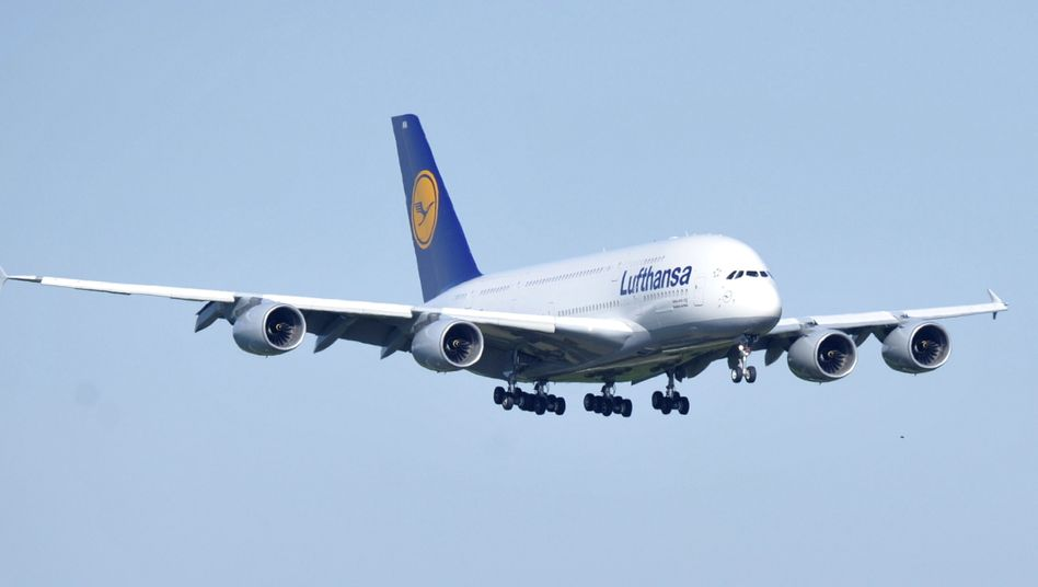 Airbus A380 der Lufthansa: Die Gewinne in der weltweiten Luftfahrt dürften wegen gesunkener Spritkosten steigen. Die europäischen Airlines schneiden jedoch schlechter ab als die Konkurrenz vom Golf, aus Asien oder den USA