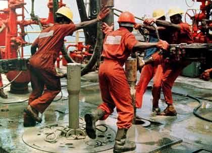 Öl sprudelt spärlich, Gewinne fließen kräftig: ExxonMobil verdiente 2004 rund 67 Millionen Dollar - pro Tag