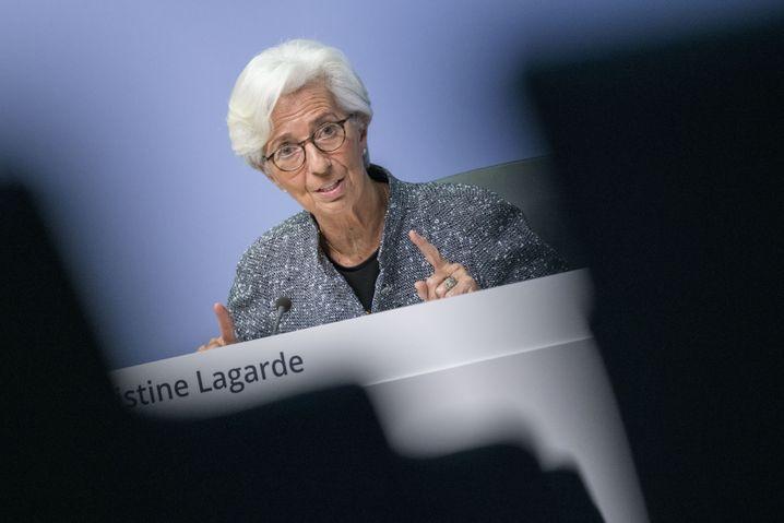 EZB-Präsidentin Christine Lagarde: Euro-Wirtschaft könnte um bis zu 15 Prozent schrumpfen.