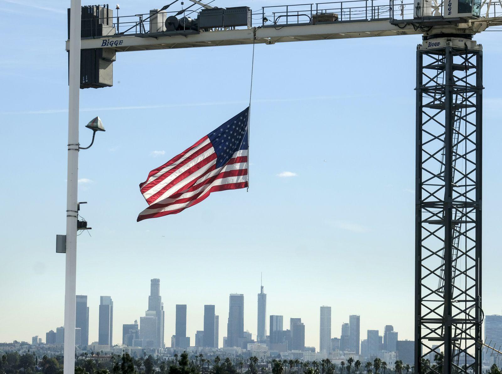 Baustelle vor der Skyline von Los Angeles