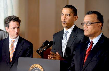 Letzte Frist für GM und Chrysler: US-Präsident Obama (M.) erhöht den Druck auf die angeschlagenen Autokonzerne