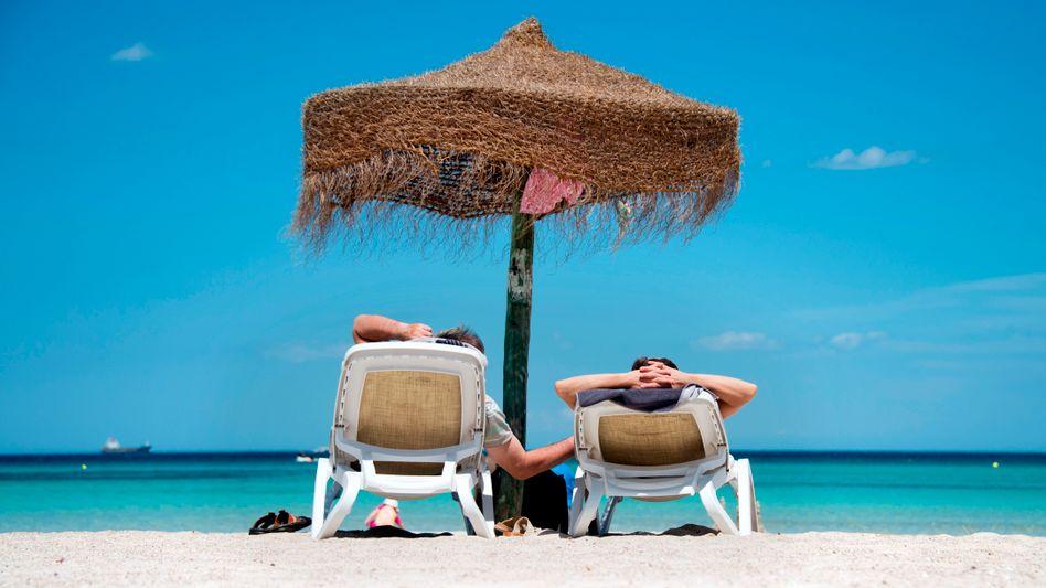 Vor allem Urlaubsreisen verteuerten sich im März und ließen so die Verbraucherpreise im Schnitt wieder steigen. Gleichwohl befindet sich die Inflationsrate nach wie vor auf sehr niedrigem Niveau