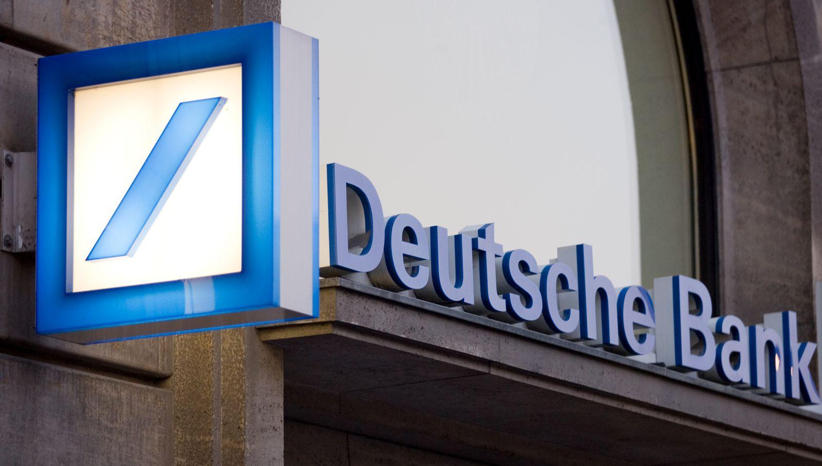 Deutsche Bank / Filiale Frankfurt am Main / Schriftzug