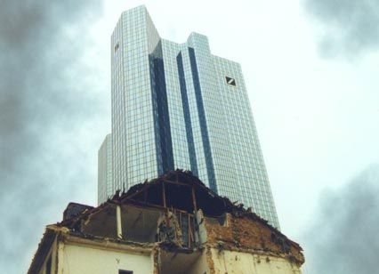 Steht noch nicht zum Verkauf: Deutsche-Bank-Zentrale in Frankfurt am Main