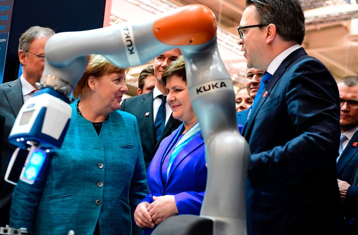 Angela Merkel auf der Hannover Messe (Archivaufnahme, 2017): Die weltgrößte Industrieschau wird 2020 verschoben