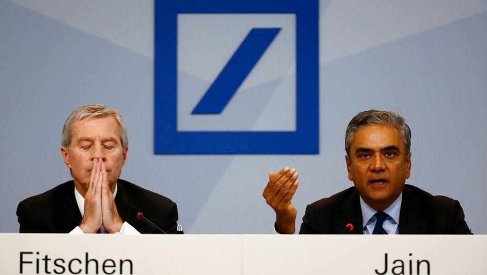 Haben die Erwartungen der Investoren nicht erfüllt: Die Co-Chefs der Deutschen Bank, Anshu Jain (l.) und Jürgen Fitschen stehen in der Kritik und treten zurück