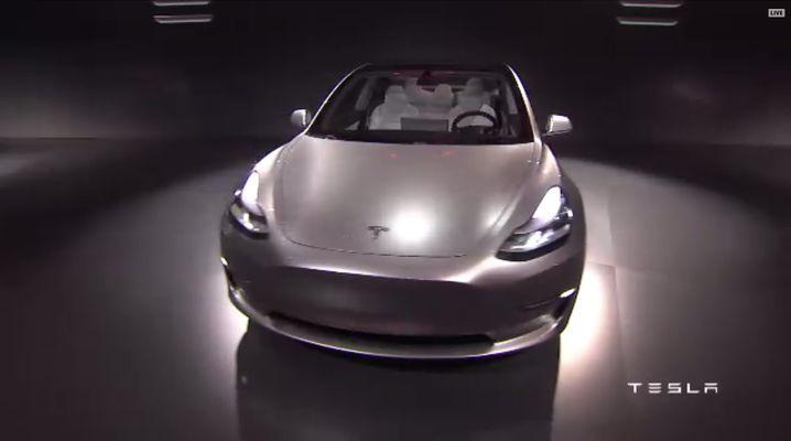 Leichte Ähnlichkeiten mit dem Roadster: Teslas Model 3