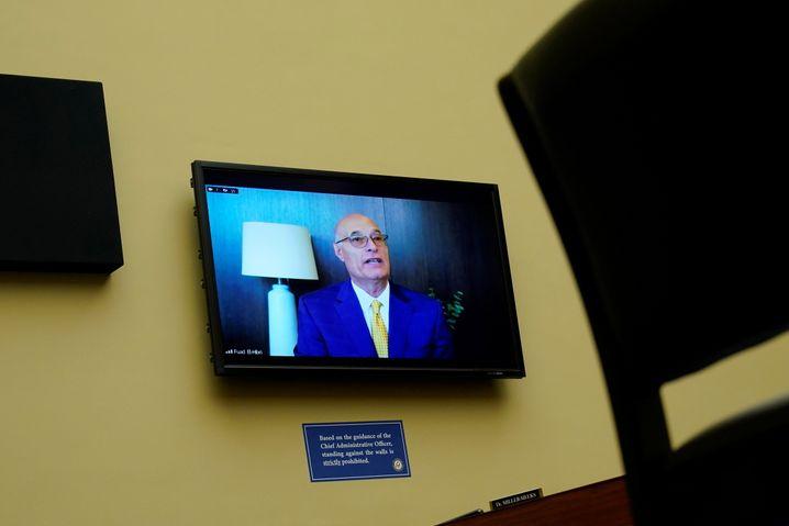 Stark unter Druck: Der Emergent-Gründer Fuad El-Hibri bei einer Anhörung des US-Kongresses am 19. Mai in Washington