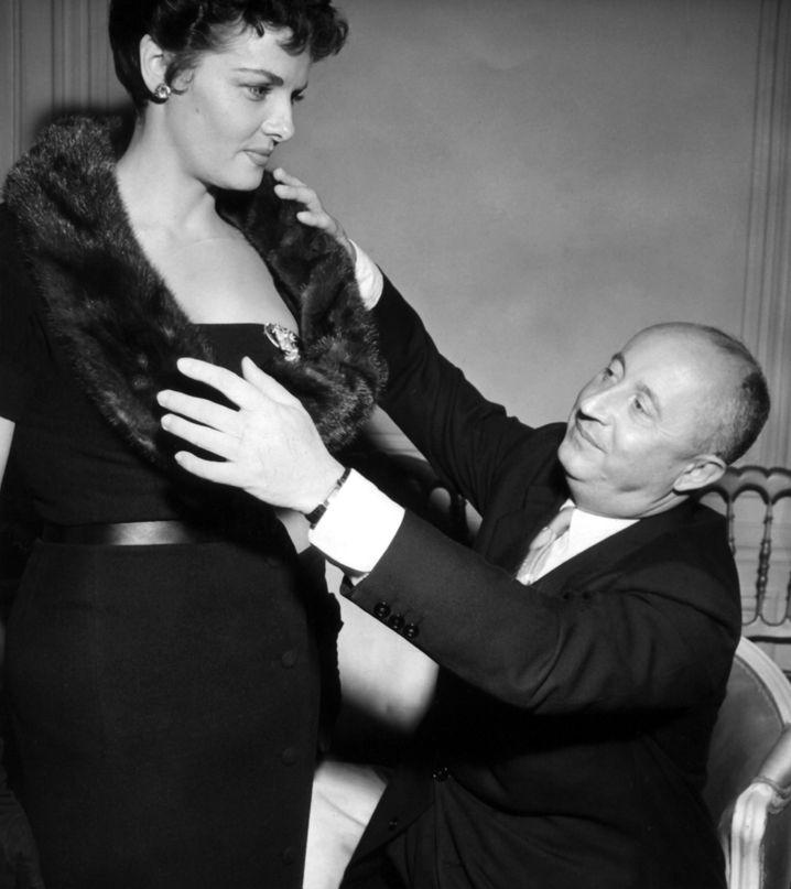 Chefarztbehandlung: Bei Schauspielerin Jane Russell legte Christian Dior 1954 persönlich Hand an