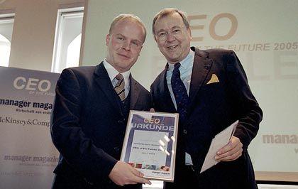 Gewinner der letzten Runde: Michael Krause (links) mit McKinsey-Chef Jürgen Kluge