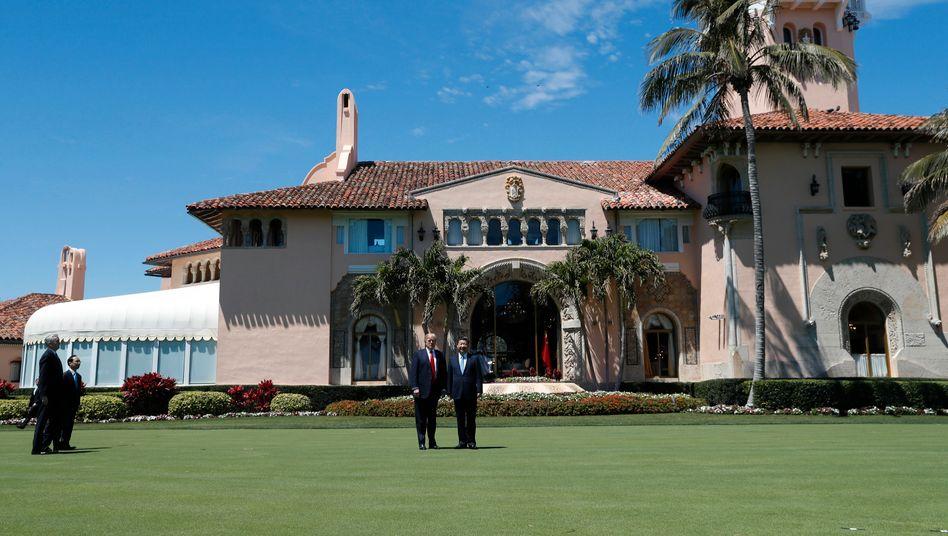 Trump mit Chinas Staatschef Xi Jinping in Trumps Domizil Mar-a-Lago (im April): Wegen Irma wird das Luxusdomizil in Palm Beach nun geräumt