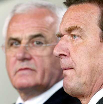 Schröder (r.) will mit Hartz im Wahlkampf punkten