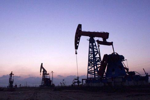 Öl wird billiger: Die Nachfrage sinkt, Autofahrer hoffen