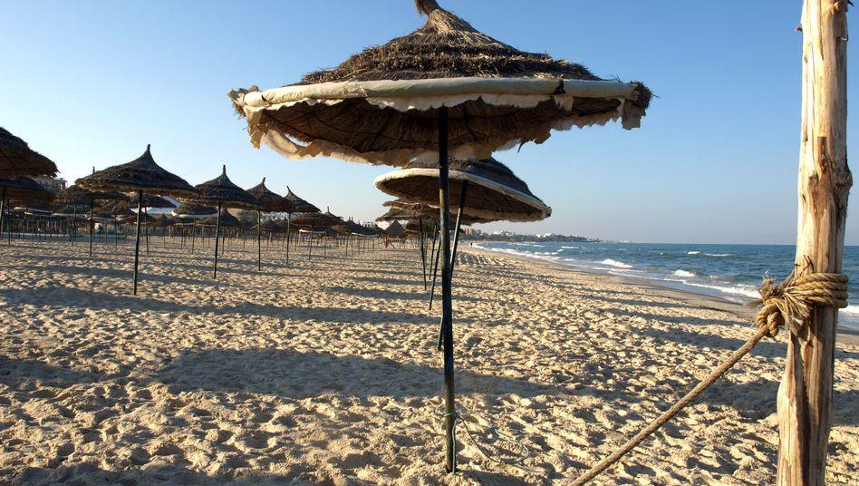 Leerer Strand in Tunesien: Wegen der Unruhen verzichteten viele Reisende auf ihren Urlaub in Nordafrika