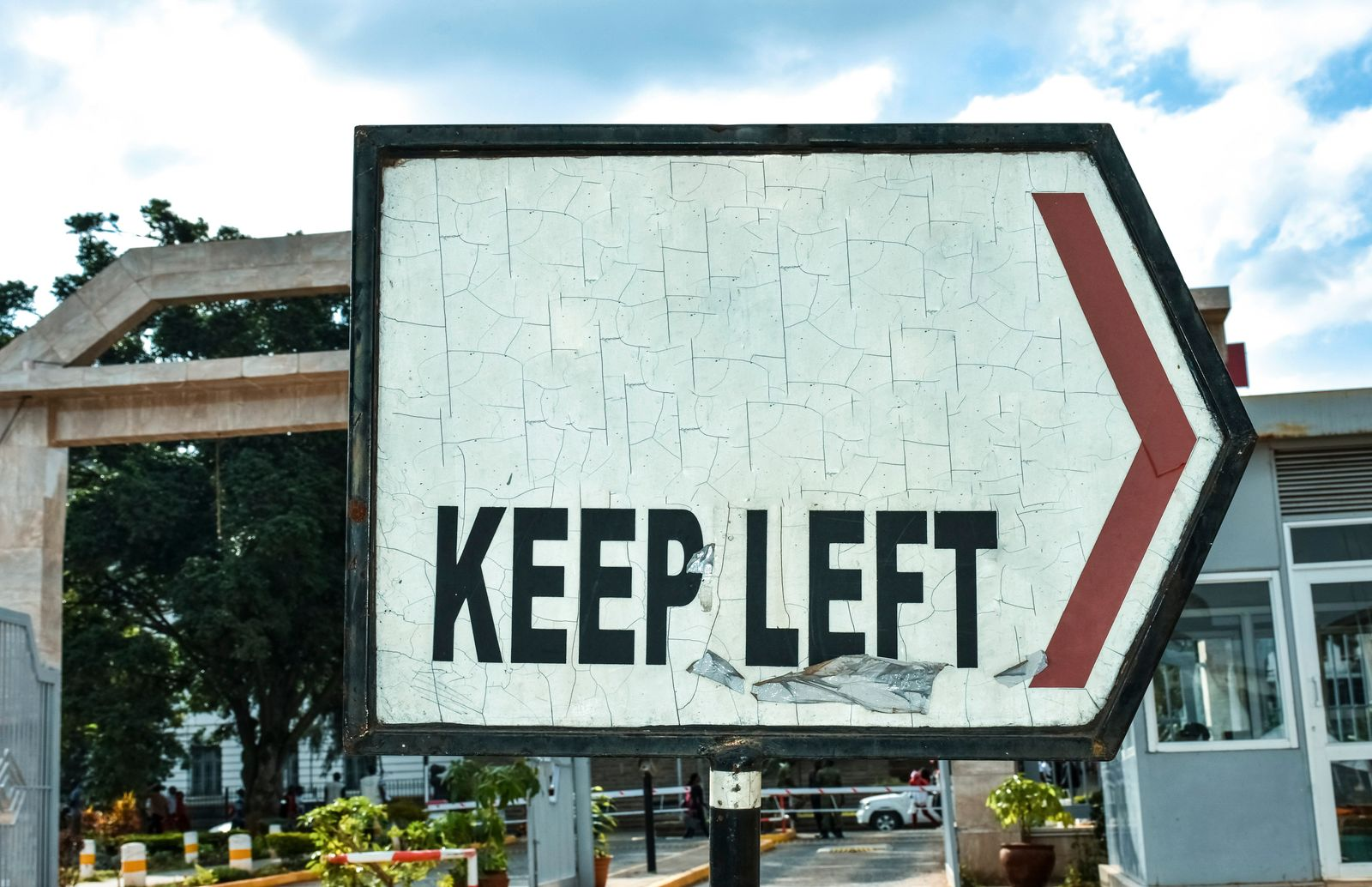 """""""Keep left"""" sign pointing to the right"""