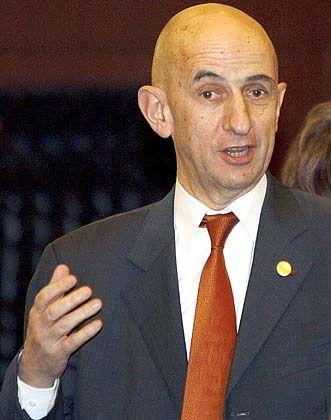 Problematisch: EADS-Chef Louis Gallois räumt mögliche Verzögerungen bei den Werksverkäufen ein