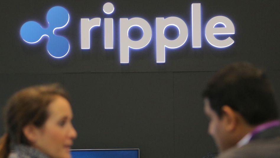 Ripple-Logo auf einer Finanzkonferenz