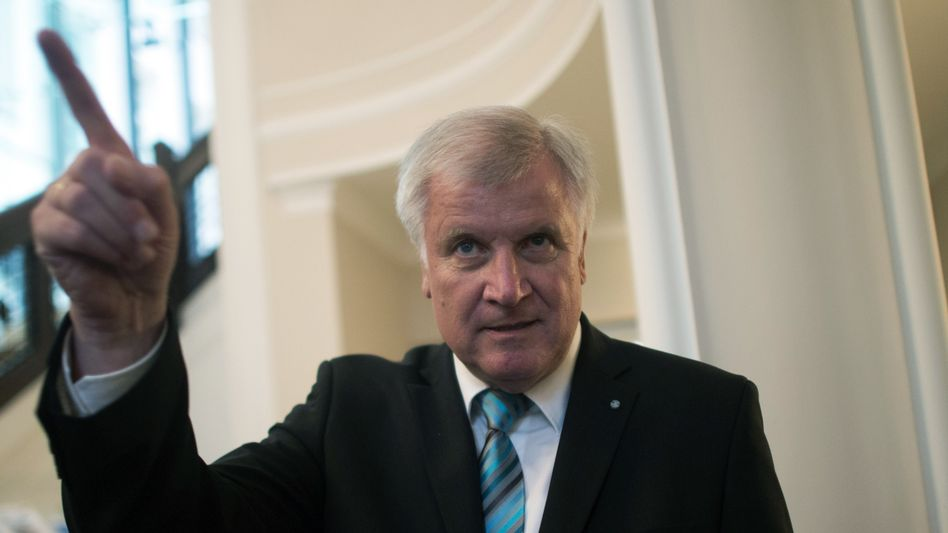 """CSU-Chef Seehofer: """"Irgendwann am Freitag"""" will er in kleinem Kreis die Chancen für eine Große Koalition ausloten"""
