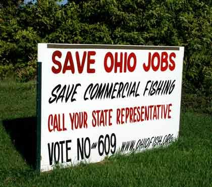 """Ohio ist tot"": Protestplakat an der Straße in Port Clinton"