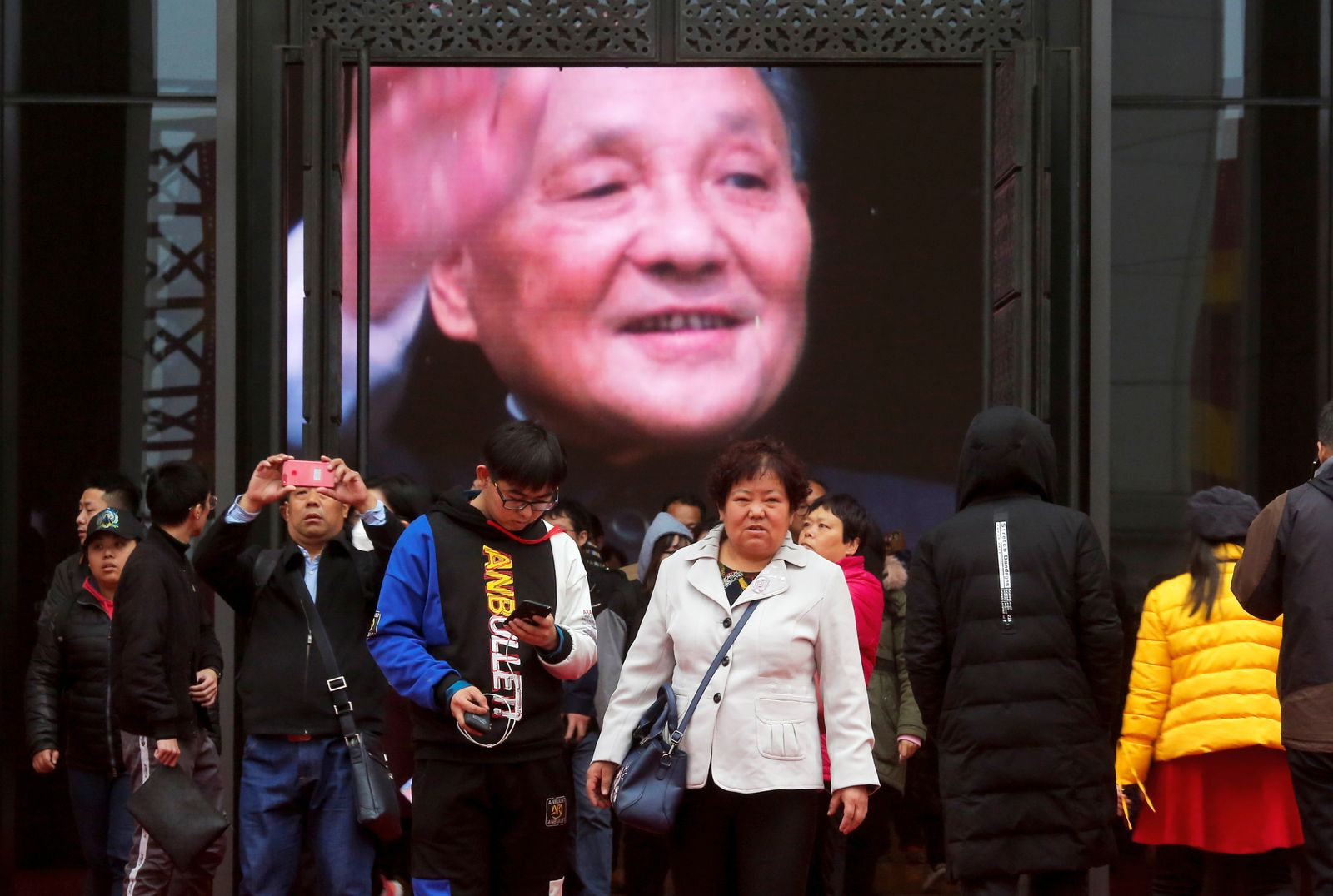 Exhibition marking 40th anniversary of China's reform and opening up