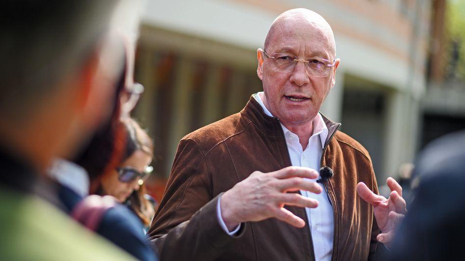 Friedensschluss: Uwe Hück ging scheinbar freiwillig, dafür kassiert der kampferprobte Betriebsratschef sein Gehalt noch ein paar Jahre länger.