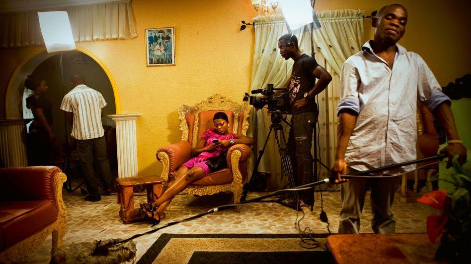 Auf nach Nollywood:Die nigerianische Filmbranche ist ein Erfolgsbeispiel für marktbildende Innovationen. Das Bild zeigt Dreharbeiten zu einem Spielfilm in Lagos.
