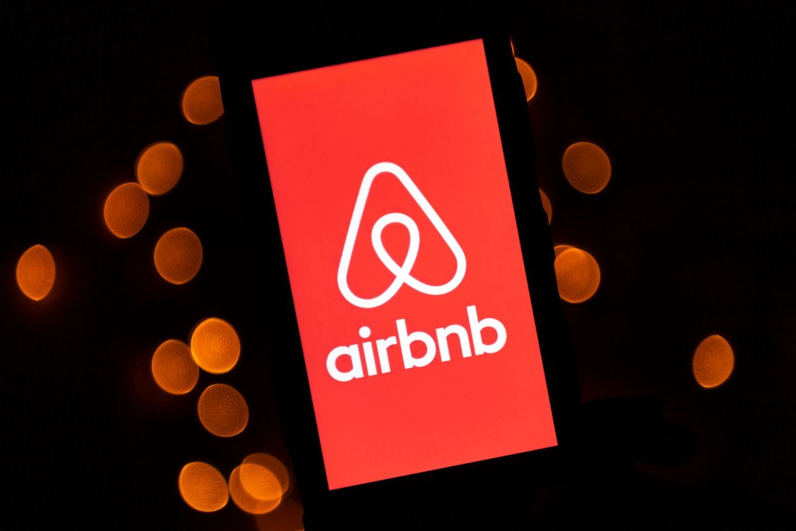 FILES-US-HEALTH-VIRUS-IT-AIRBNB