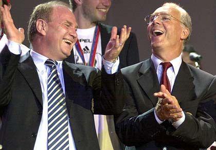 Bester Laune: Franz Beckenbauer (hier mit Uli Honeß) beherrscht Bayern München und die Fußballwelt