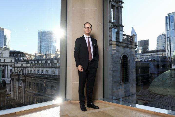 Auch Allianz-CEO Oliver Bäte lebt derzeit unruhig: Klagen in den USA setzen seinem Unternehmen zu.