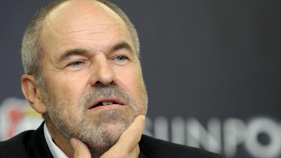 Wolfgang Holzhäuser: Der Geschäftsführer von Bayer 04 Leverkusen mahnt ein strengeres Lizenzverfahren durch die DFL an