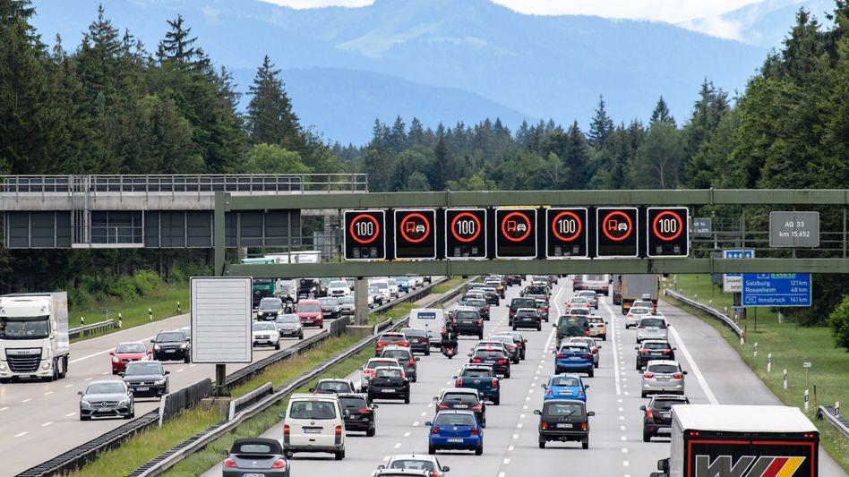 Überfüllte Autobahnen: Durch die Pkw-Maut sollten vor allem ausländische Autofahrer zur Kasse gebeten werden