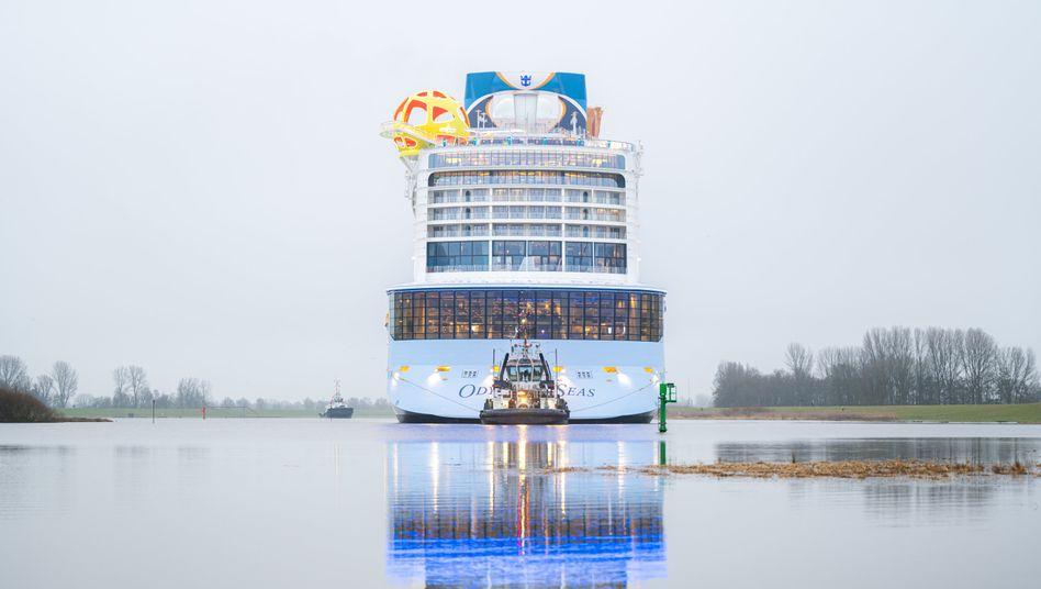 """Tristes Bild: Die """"Odyssey of the Seas"""" fährt einer ungewissen Zukunft entgegen"""