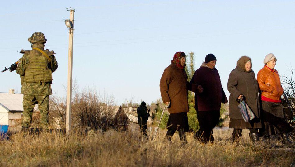 Soldaten bewachen die Wahl: Einschüchterungsversuche der Separatisten