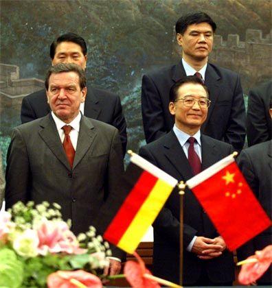 Schulterschluss: Kanzler Gerhard Schröder und der chinesische Ministerpräsident Wen Jiabao
