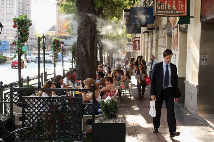Calle de Serrano in Madrid: Ein Kaffee während des Einkaufsbummels? Dort kein Problem