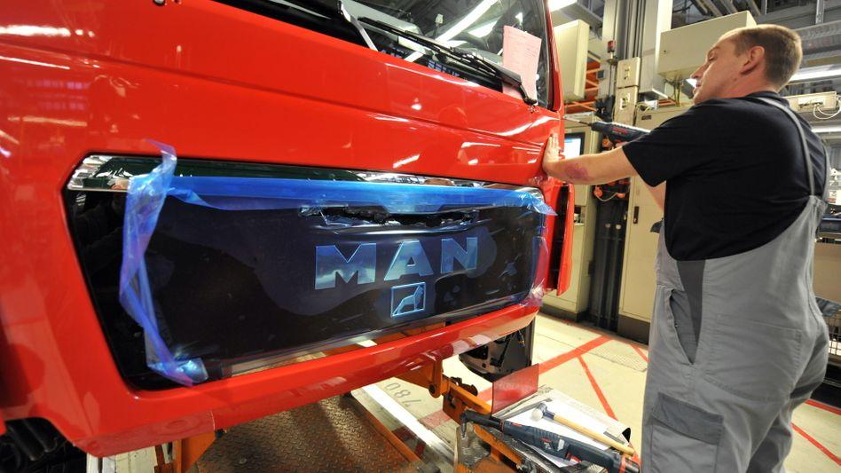 Lkw-Produktion in München: Die Staatsanwaltschaft prüft, ob womöglich der ehemalige Gesamtbetriebsratschef der Nutzfahrzeugsparte im Korruptionsskandal des Konzerns verwickelt ist