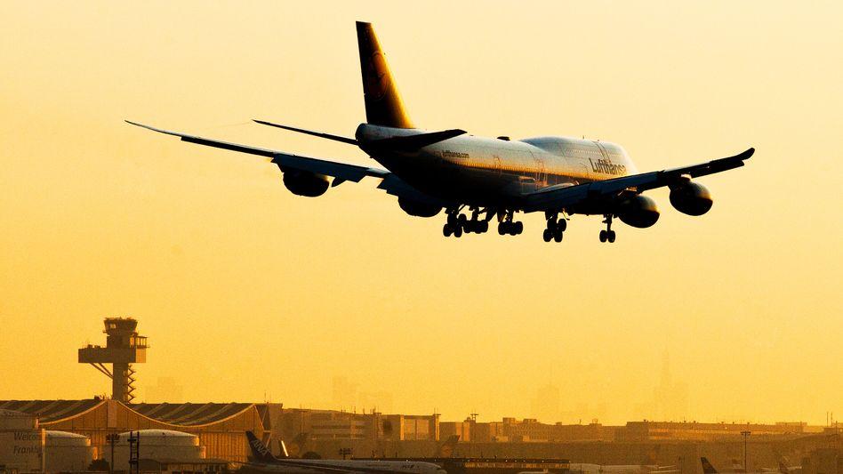 Im Sinkflug: Die Lufthansa kämpft ums wirtschaftliche Überleben. Die Pilotengewerkschaft will notfalls jahrelang streiken - und bringt damit die Airline insgesamt in Gefahr