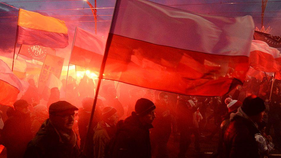 Nationalisten marschieren in Warschau