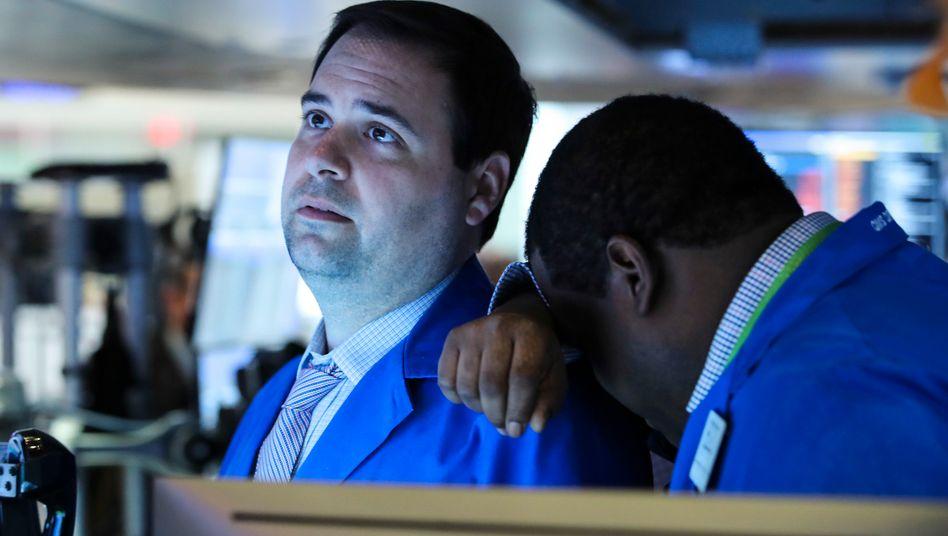 Kurssturz: Der Dax hat binnen 5 Handelstagen mehr als 13 Prozent verloren. An der Wall Street gibt der Dow Jones erneut kräftig nach