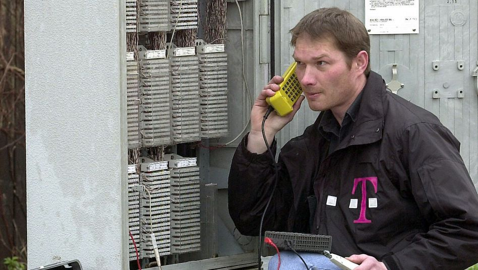 """Kabelverzweiger der Telekom: """"Da müssen wir vorne nur einen Stöpsel dranmachen, dann können alle Elektroautos daran tanken"""""""