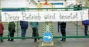 Protestierende Bombardier-Arbeiter (in Halle-Ammendorf)
