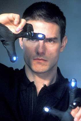 """Nicht anfassen: Touchscreen war gestern, Tom Cruise steuert berührungslos im Film """"Minority Report"""""""