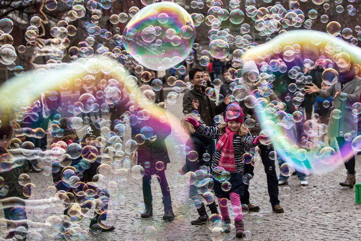 Glück liegt in der Konzentration: Lassen Sie sich nicht von schillernden Denkblasen ablenken