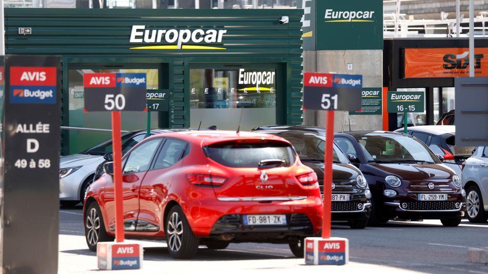 Unauffällig, aber plötzlich umworben: Europcar-Verleihstation nahe dem Pariser Fluhafen Charles de Gaulle