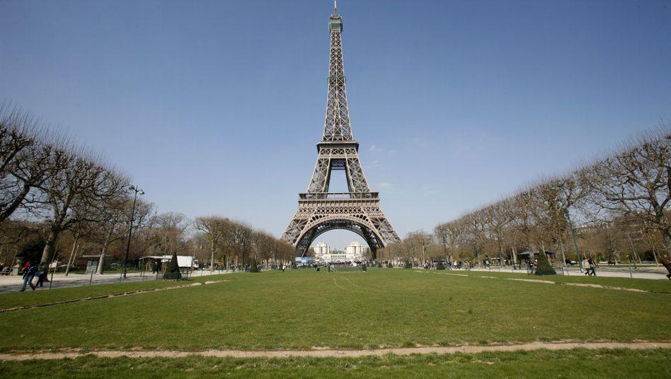 Blick vom Champs de Mars auf den Eiffelturm: Der französische Topmanager Jean-Louis Beffa empfiehlt das deutsche Modell