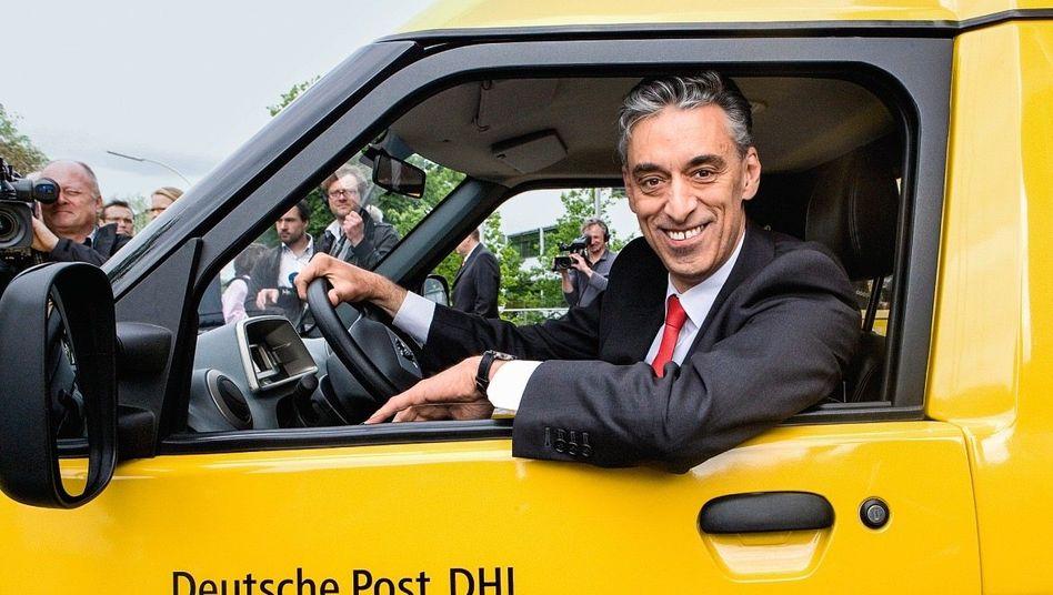 Verkäuferlächeln: Post-Chef Frank Appel auktioniert den Elektrolieferwagen Streetscooter