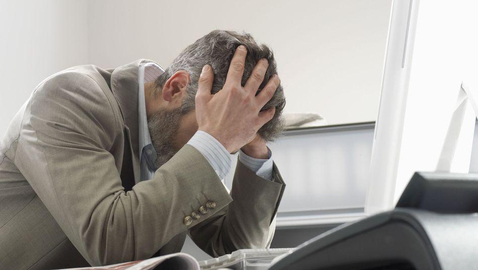 Vorwurf der Täuschung: Wer seine Riester-Rente verstehen will, muss bei der Allianz Versicherungsbedingungen, Geschäftsberichte und vieles mehr lesen
