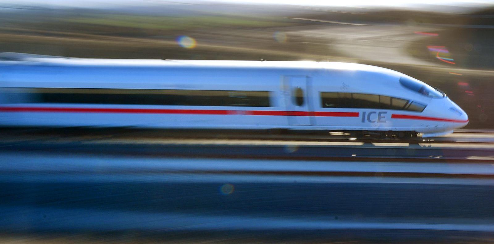 Bahn - Eröffnung Schnellfahrstrecke München - Berlin