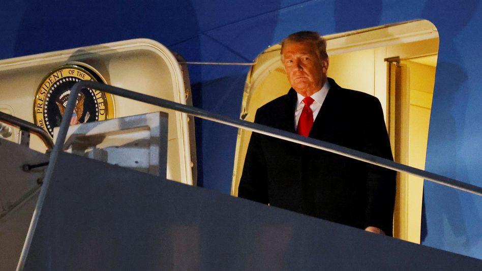 Einsam: US-Präsident Donald Trump nach der Rückkehr vom Besuch seiner Grenzmauer am Dienstag